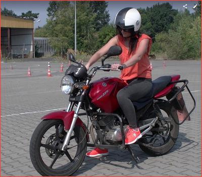 Natalia na motocyklu Yamaha 125 cm3