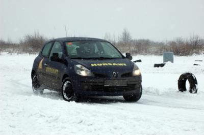 Kursant nauka jazdy w zimie