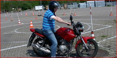 Nauka jazdy na placu manewrowym